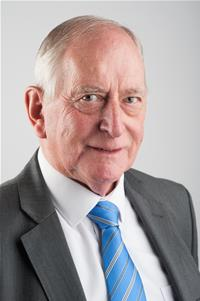 Cllr Robert Vines